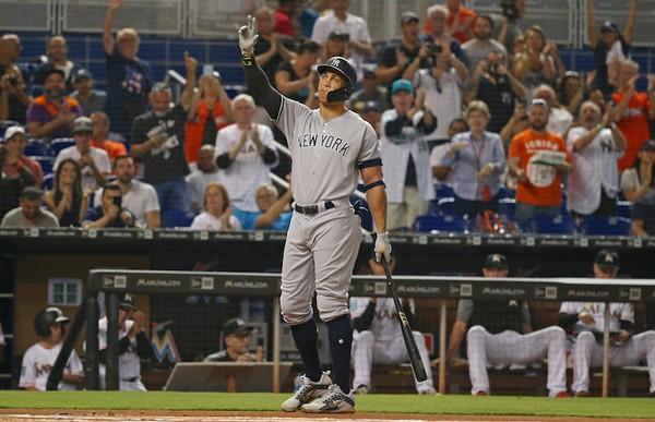 Yankees dividen con los Marlins delCapitán